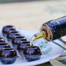 Olive oil and chocolate, explosive tasting
